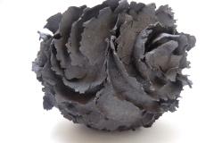 Monde, grès blanc, feuillet de grès noir, diamètre 25cm.