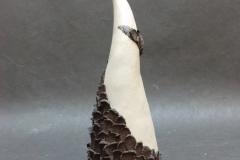 Arbre à écailles, grès balnc et grès noir, hauteur 20cm