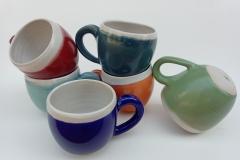 Mugs, grès émaillé, hauteur 8,5cm, diamètre 9cm.